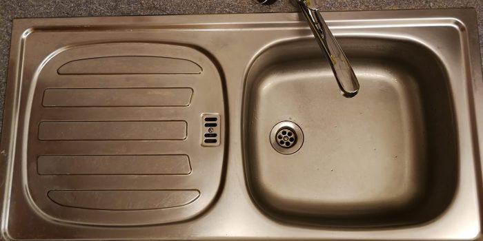 Warmes Wasser in der Küche